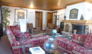 Huge 3 bedroom, 2 bathroom duplex ski apartment with steamroom. Seconds from the free resort bus.  24121TCF73