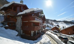 Spacious 3 bedroom, almost ski-in ski-out apartment  39493TCF73