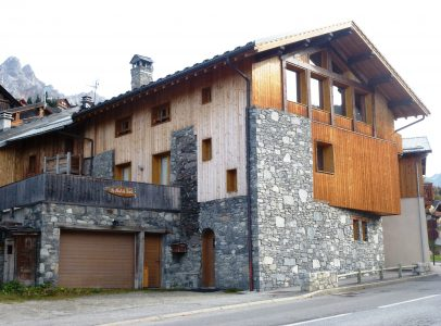 029188TCF73Chalet Frontage